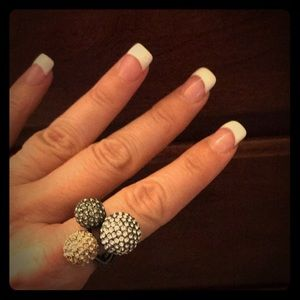 Gorgeous sparkly retired Stella & Dot ring